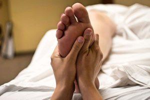massage pieds techniques réflexologie