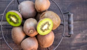 kiwi folate potassium vitamine K et vitamine C